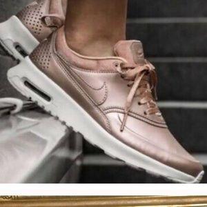 Nike air max size 8 rose gold